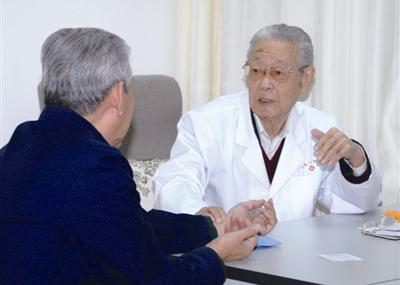 老年慢性充血性心力衰竭急性加重期β受体阻滞剂剂量调整预后分析