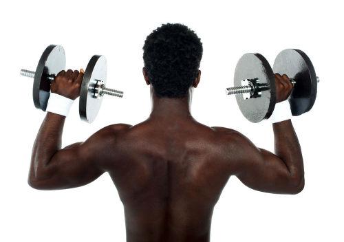 利用哑铃锻炼完美臂部肌肉