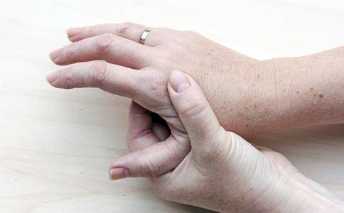 接触性皮炎形成的原因有哪些?