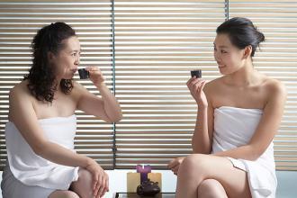 养生:调经方案解密 喝茶按摩解决六类月经问题